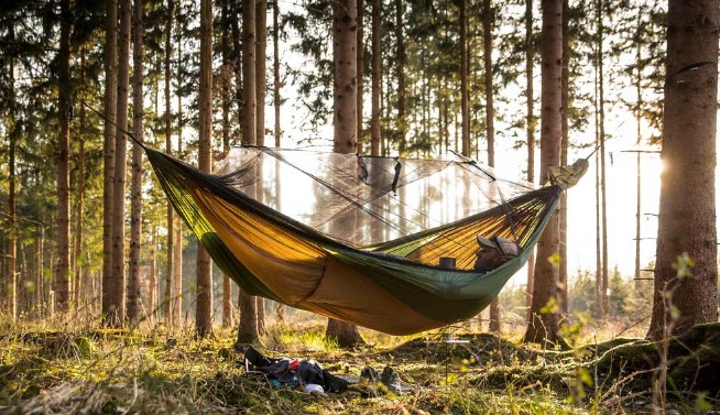 How to Perfectly Hang a Hammock